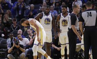 Steph Curry a bien essayé de continuer, mais sa main était rop douloureuse