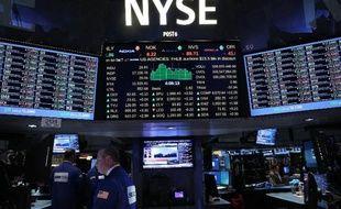 Des traders à la Bourse de New York le 26 août 2014 à Wall Street