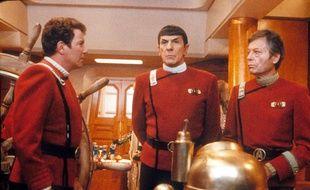 William Shatner, Leonard Nimoy et Deforest Kelley dans le film Star Trek 5.