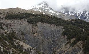 Des débris de l'avion A320 de la compagnie Germanwings qui s'est écrasé dans les Alpes du Sud. Photo du 25 mars 2015.