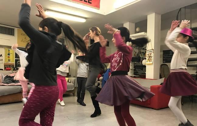 Les enfants réfugiés apprennent aussi à danser. Ils se produiront autour de leur char lors du Carnaval de Nice.