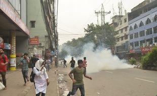 Les manifestions étudiantes se multiplient au Bangladesh pour réclamer des routes plus sûres.