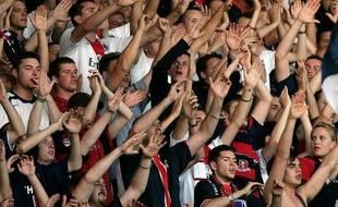 Les supporters parisiens chantent lors de PSG-Sochaux, le 4 août 2007