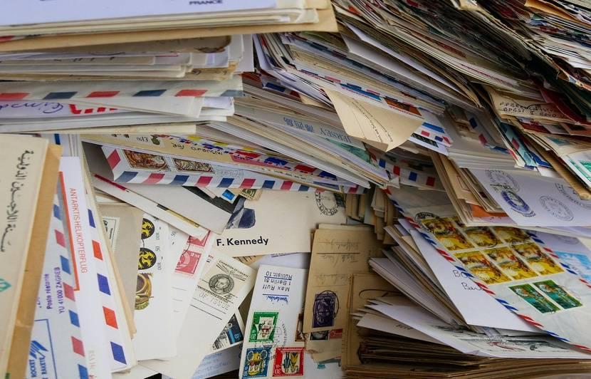 Japon : Un facteur accumule 24.000 lettres jamais distribuées chez lui
