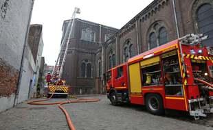 Une cinquantaine de pompiers et une vingtaine d'engins sont intervenus sur l'incendie à l'église Saint-Pierre-Saint-Paul de Lille, le 3 mai 2021.
