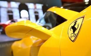 Le stand de Ferrari au salon automobile européen de Bruxelles en janvier 2012.