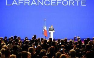 """Nicolas Sarkozy a tenu à Marseille son premier grand meeting de campagne, au cours duquel il a parlé de """"la France"""" et des """"Français"""". Au moins 12.000 personnes sont venues se masser au Parc Chanot pour soutenir le candidat-président, faisant salle comble"""