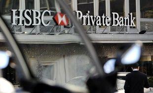 La justice suisse va examiner la livraison de milliers de noms d'employés de banque aux Etats-Unis par les banques suisses, qui risquent d'être poursuivis pour complicité de fraude fiscale.