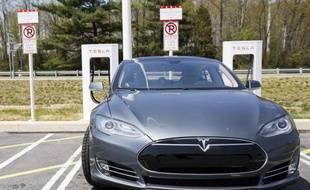 La Tesla S, une berline de luxe 100% électrique.