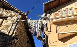 Les toitures des maisons du village de Saint-Dalmas se sont envolées au passage de la tornade.