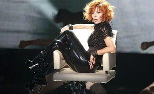 Mylène Farmer chante «Oui... mais non» aux NRJ Music Awards 2011.