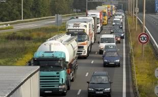 Illustration camions sur l'autoroute. Strasbourg le 19 10 2010.