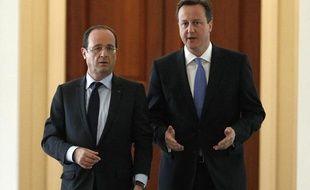 Le président français François Hollande et le Premier ministre britannique David Cameron lors de leur rencontre à Washington (le 18 mai 2012)