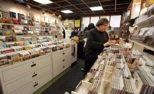 Après 31 ans d'existence, le disquaire indépendant Rennes Musique, dont la réputation dépasse largement la Bretagne, ferme ses portes début avril sous l'oeil attristé des passionnés qui y voient la fin d'une époque: celle du disque.