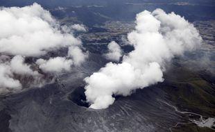 Le mont Aso, au Japon, est entré en éruption mercredi 20 octobre 2021.