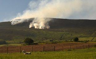 L'incendie a lieu dans une lande du nord de l'Angleterre.