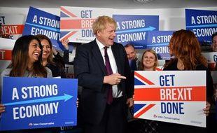 Le Premier ministre Boris Johnson dans son QG de campagne à Londres, le 8 décembre 2019.