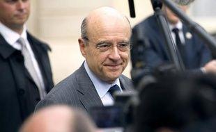 """L'ancien ministre des Affaires étrangères, Alain Juppé, a lancé jeudi un appel à l'unité au sein de l'UMP, après les propos polémiques de François Fillon, qui a estimé que le parti était sans """"leader naturel"""", alors que Jean-François Copé mène la campagne des législatives."""