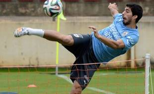 L'attaquant de l'Uruguay Luis Suarez le 12 juin 2014, lors d'un entraînement à Sete Legoas.