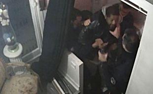 Paris, le 21 novembre 2020. Michel Zecler, un producteur de musique, est passé à tabac par des policiers. (Image extraite de la vidéosurveillance)
