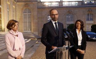 Edouard Philippe, aux côtés d'Annick Girardin et de Florence Parly, le 9 septembre 2017, devant l'Elysée.