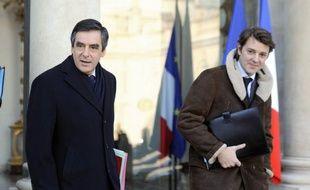 """Une réunion interministérielle s'est tenue vendredi matin autour de François Fillon afin de préparer le sommet social prévu le 18 janvier à l'Elysée, au cours duquel le gouvernement doit notamment présenter son projet de """"TVA sociale"""", a-t-on appris auprès de Matignon."""
