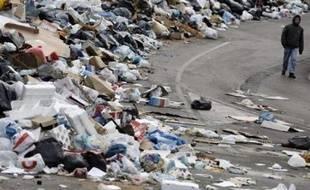 """""""La crise des déchets est une honte pour toute l'Italie et nous devons la résoudre tous ensemble. Je ne veux plus entendre ironiser les autorités internationales"""", a dit M. Prodi samedi à La Valette où il assistait aux célébrations marquant l'entrée de Malte dans la zone euro."""