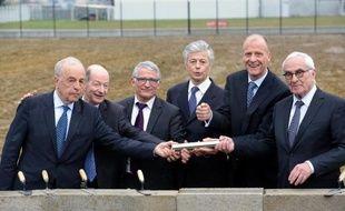 Le patron d'Airbus Group (ex-EADS) a posé mardi la première pierre de son nouveau siège près de Toulouse, qui devient le point névralgique du géant européen, soucieux d'installer son état-major au plus près de sa filiale phare, Airbus.