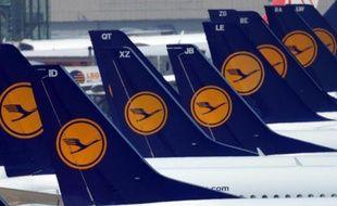L'ensemble des vols Lufthansa prévus à l'aéroport de Roissy entre vendredi et dimanche, soit une vingtaine de vols quotidiens, sont annulés suite à une grève massive des agents d'escale dont les postes vont être supprimés en 2014 pour être externalisés.