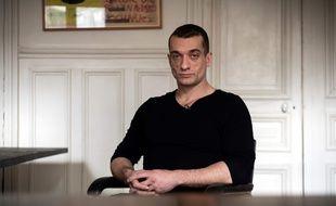 L'artiste russe Piotr Pavlensky dans le bureau de son avocat à Paris le 14 février 2020.Il a annoncé avoir publié les deux vidéos pornos attribuées à Benjamin Griveaux.