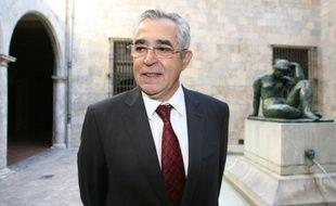 Le maire pied-noir de Perpignan Jean-Marc Pujol (UMP) inaugure dimanche un centre dédié aux Français d'Algérie, projet dénoncé par la gauche comme un cadeau de plus fait à des électeurs qui pourraient être sensibles aux charmes de Marine Le Pen, présente en ville le même jour.