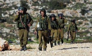 Des soldats israéliens près du village cisjordanien de Bilin le 26 décembre 2014
