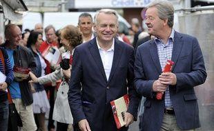 Jean-Pierre Fougerat, ici aux côtés de Jean-Marc Ayrault, a remplacé la Premier ministre sur les bancs de l'Assemblée nationale entre 2012 et 2014.