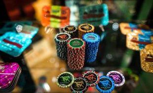 Des jetons de casino présentés au salon international du jeu à Macao, le 20 mai 2014