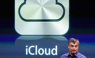 Le vice-président d'Apple en charge des services Internet, Eddy Cue, présente iCloud.
