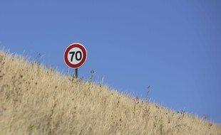 Un panneau de limitation de vitesse en France