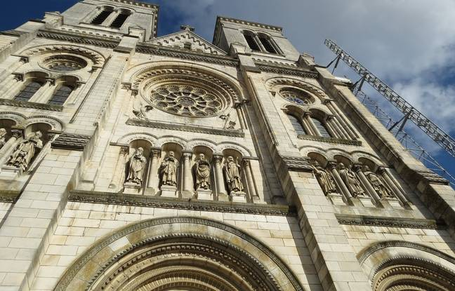 La façade de la basilique Saint-Donatien