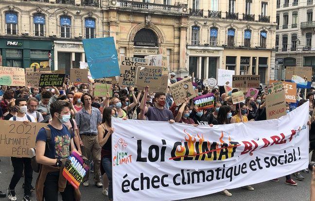 Lyon: Plus de 5.000 personnes défilent en dansant pour le climat