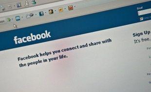Les salariés sont très présents sur les réseaux sociaux sur internet, Facebook étant de loin leur favori avec 61% d'utilisateurs, selon une enquête Cegos rendue publique mercredi.