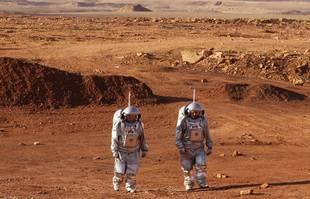 Une mission d'entraînement pour la planète Mars au cratère Ramon, à Mitzpe Ramon, dans le désert du sud du Néguev, en Israël, le 10 octobre 2021.