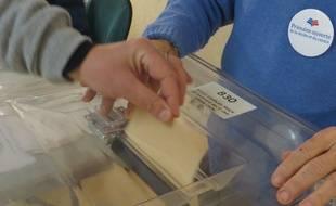 La participation au second tour de la primaire à droite était en hausse dans certains bureaux de Lyon par rapport à la semaine d'avant.