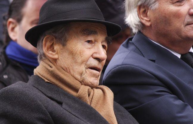 Robert Badinter assiste à l'inauguration de l'allée Jean-Jacques Servan-Schreiber, à Paris le 17 novembre 2016.