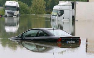 Troyes, qui redoutait des inondations dans la nuit, a été finalement épargnée mercredi par la Seine qui n'a débordé qu'au sud de l'agglomération alors que le département de l'Aube est toujours placé en vigilance orange, a-t-on appris auprès de la préfecture.