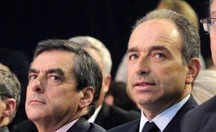 """A quelques jours du vote des militants, dimanche, la tension est montée d'un cran entre les deux rivaux pour la présidence de l'UMP, François Fillon multipliant les critiques et Jean-François Copé raillant son """"inénervable"""" adversaire."""