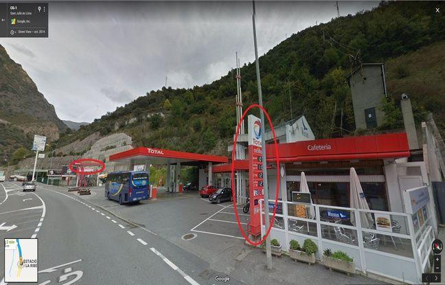 Les deux panneaux sont visibles sur Google Maps.
