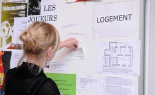 Illustration une étudiante en recherche de logement à Sciences Po Paris.