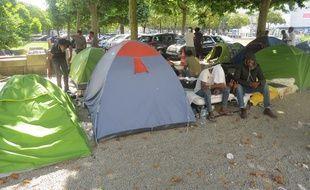 Près de 280 migrants sont installés square Daviais dans le centre ville de Nantes.