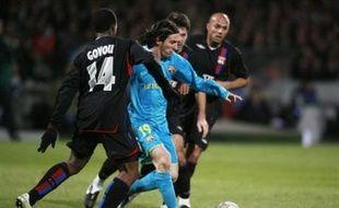 Lyon conserve l'espoir de se qualifier pour les 8e de finale de la Ligue des champions de football après son nul (2-2), mardi à Gerland en match de la 5e journée de l'épreuve, face au FC Barcelone, assuré, quant à lui, avec ce point obtenu, de franchir le cap de la première phase.