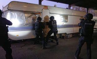 L'opération de démantèlement d'un réseau de trafic de cigarettes et de proxénétisme a mobilisé quelque 150 gendarmes