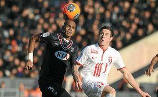 Nolan Roux et le Losc ont volé en éclats dimanche à Bordeaux après 11 matchs d'affilée sans défaite en L1.
